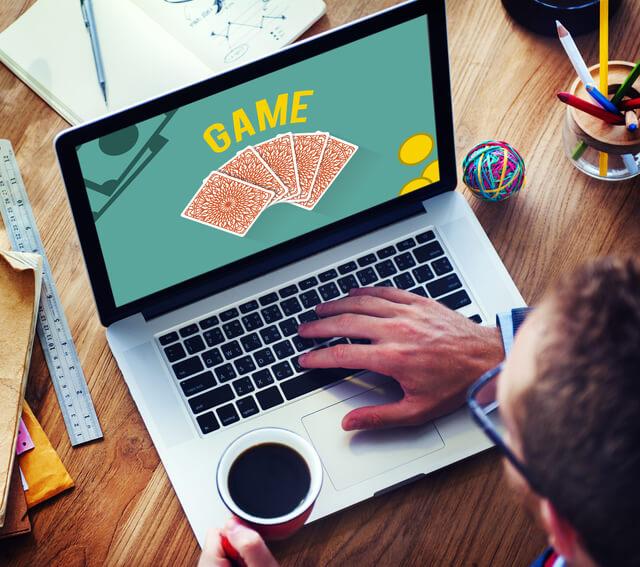 オンラインカジノは違法か合法なのか