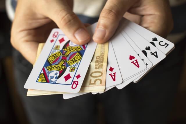 オンラインカジノはトランプゲームの方が勝率が高い
