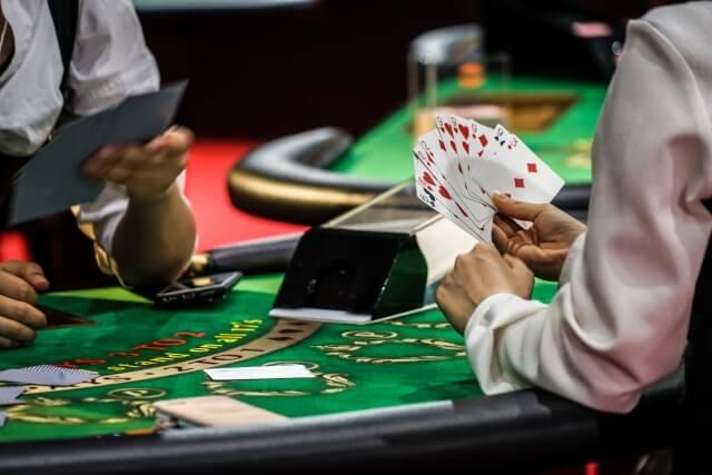 オンラインカジノでブラックジャックを攻略