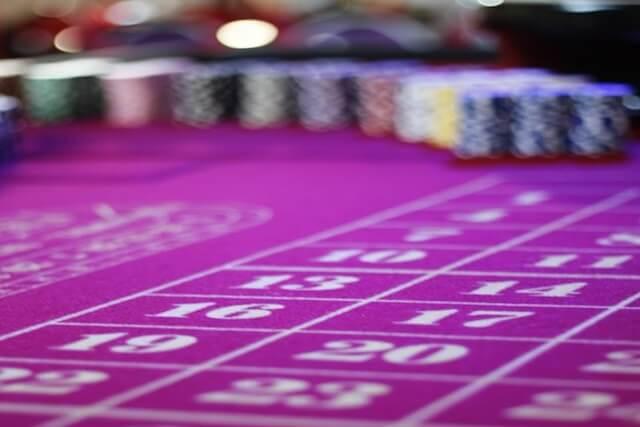 賭ける場所と最初の賭け金を決める