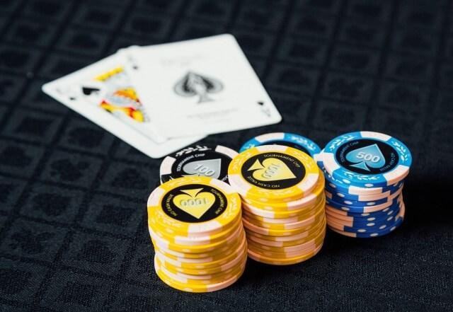 ブラックジャックは確率だけを見ると、プレイヤー側には不利